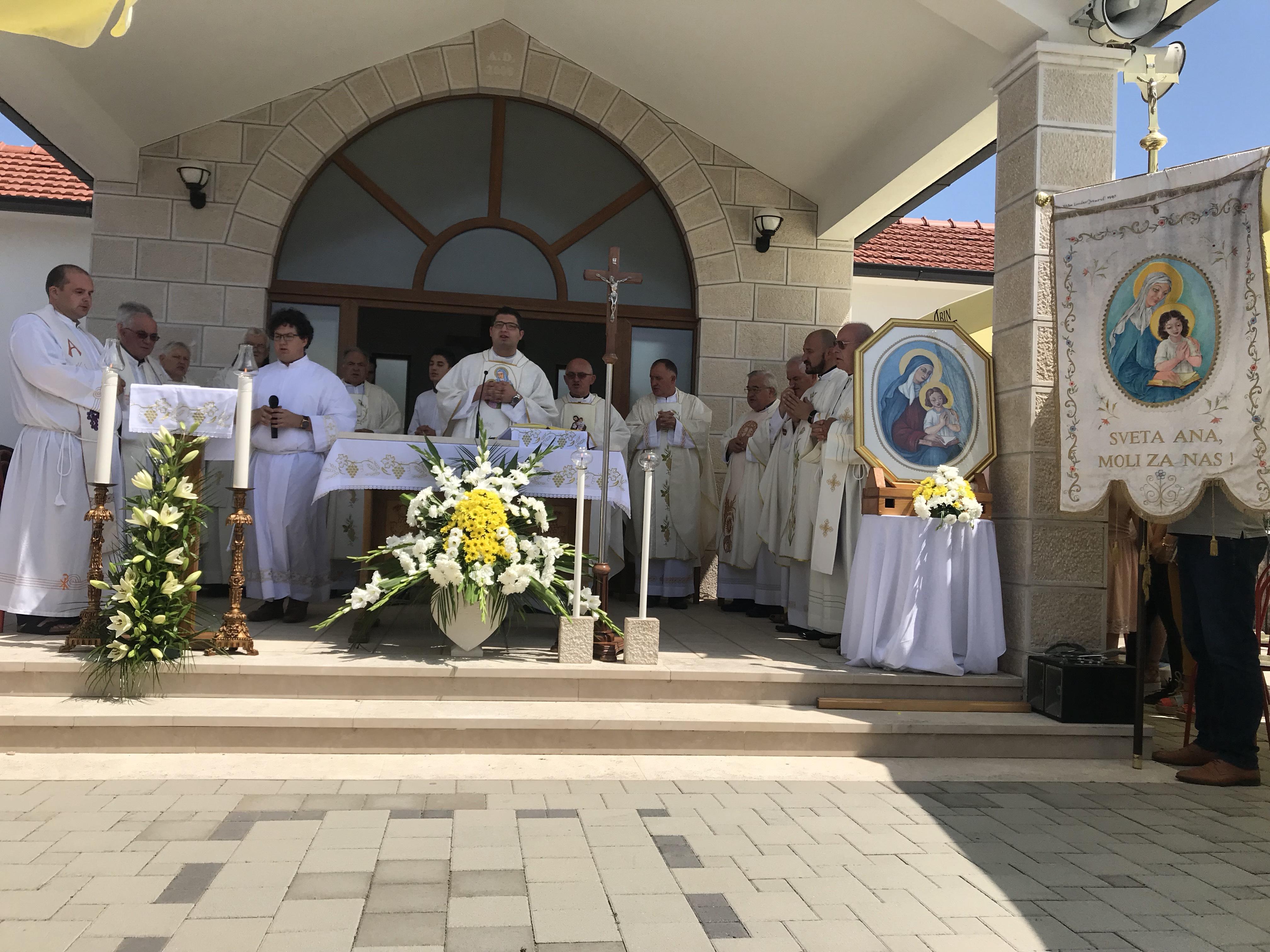 26. srpnja 2018. godine u župi Hercegovački Vinjani proslavljen je blagdan svete Ane, suzaštitnice ove župe.