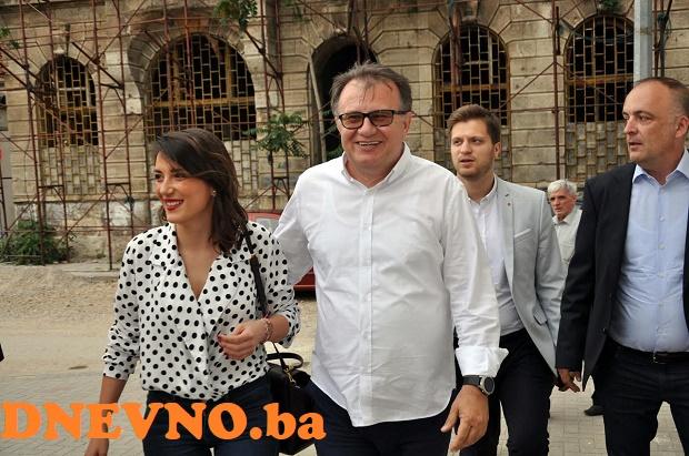 BOŠNJACI KRENULI KATALONSKIM PUTEM U NEZAVISNOST: Vlada FBIH preglasavanjem Hrvata potvrdila želju za rušenjem Ustavnog suda i izlazak iz države BIH