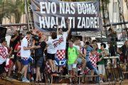 Totalna ludnica u Zadru: Modrić i Vrsaljko satima pjevali s više od 30 tisuća ljudi