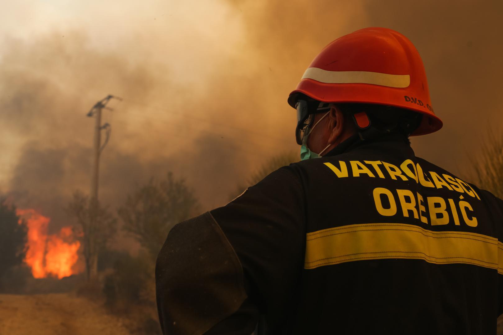 Požar kod Orebića ponovno se razbuktao, evakuirano 35 ljudi
