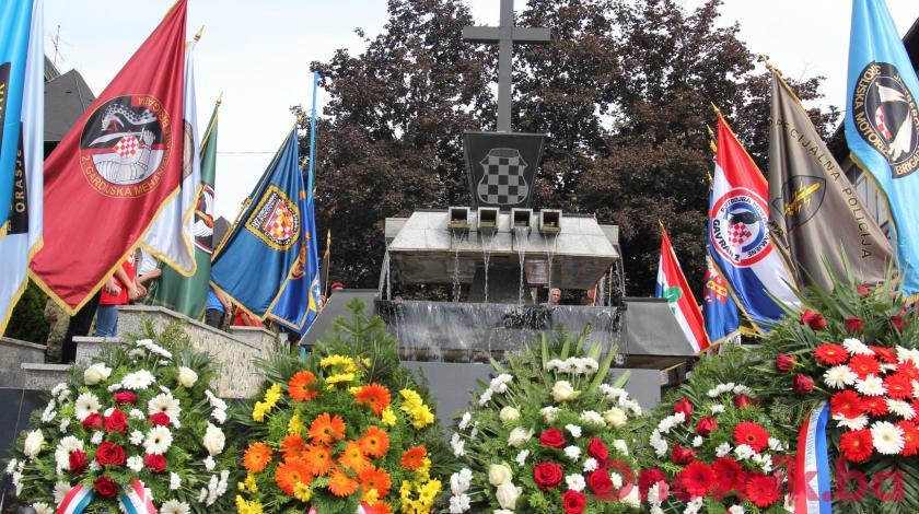SPEKTAKULARNA PROSLAVA OSLOBOĐENJA JAJCA Hrvatske snage donijele su slobodu Hrvatima i cijeloj BiH