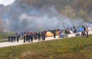 Kaotično stanje: Migranti probili kordon policajaca, na hrvatskoj granici podiže se ograda