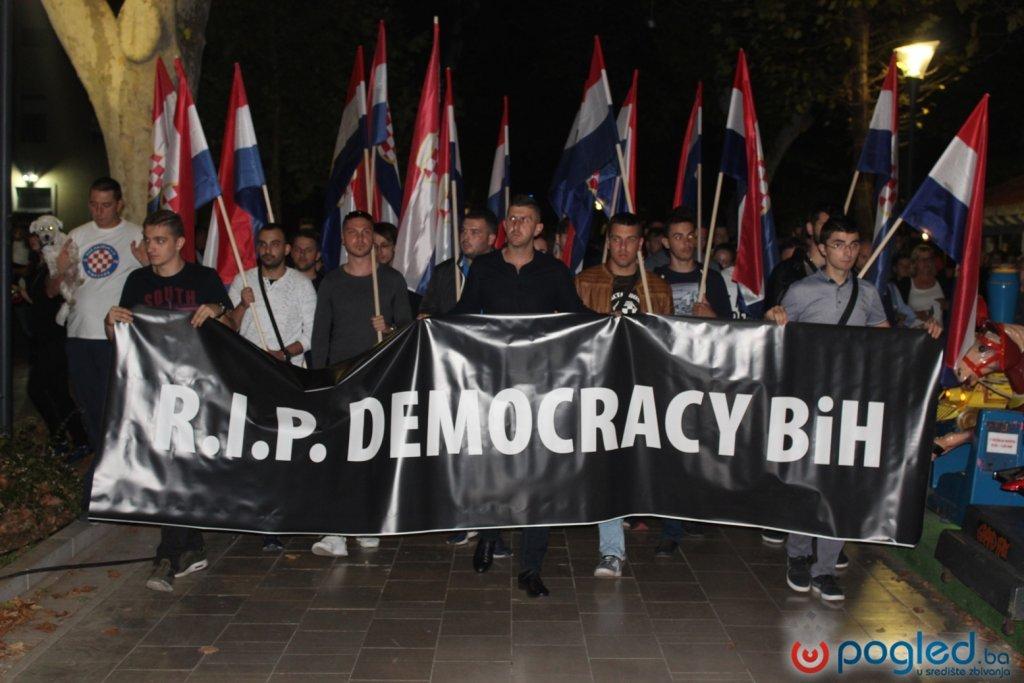 S velikog prosvjeda u Mostaru poslali poruku: Komšić nije naš predsjednik