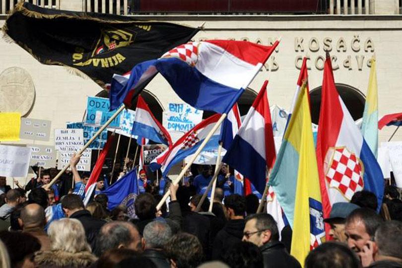 Mostar: Veliki prosvjed protiv izbora Komšića, studenti ne žele preglasavanje Hrvata