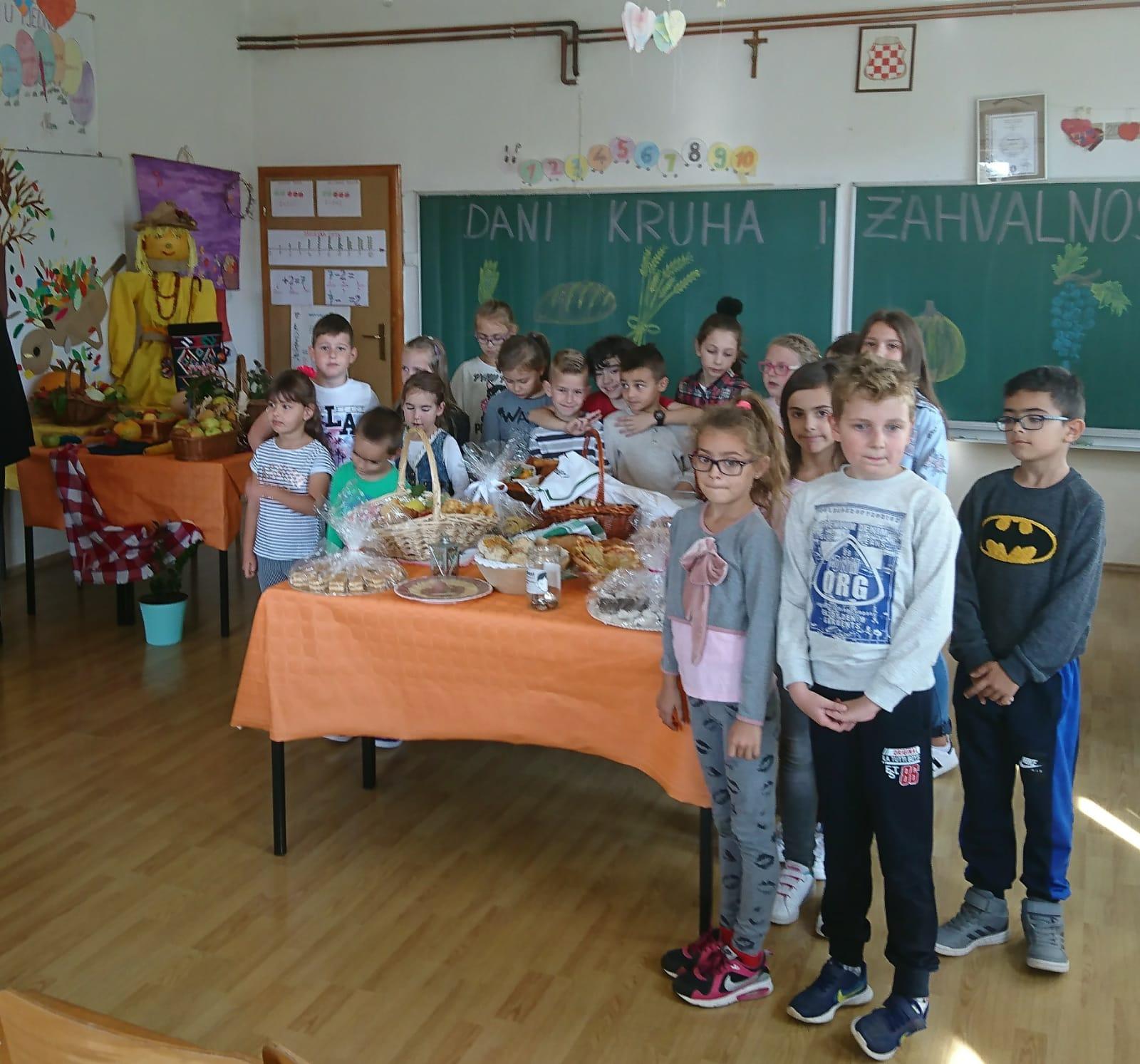 OŠ Franice Dall'era: Dani kruha i zahvalnosti za plodove zemlje održani uz humanitarnu akciju