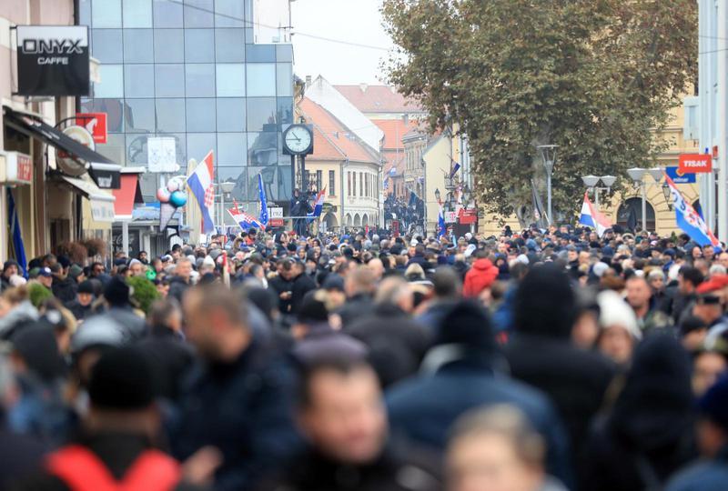 Tisuće ljudi u Koloni sjećanja. Plenković: Treba otvoriti i stranice pomirbe