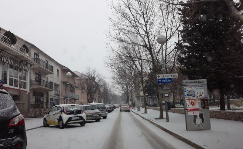POSUŠJE: Jutros ponovno počeo padati snijeg