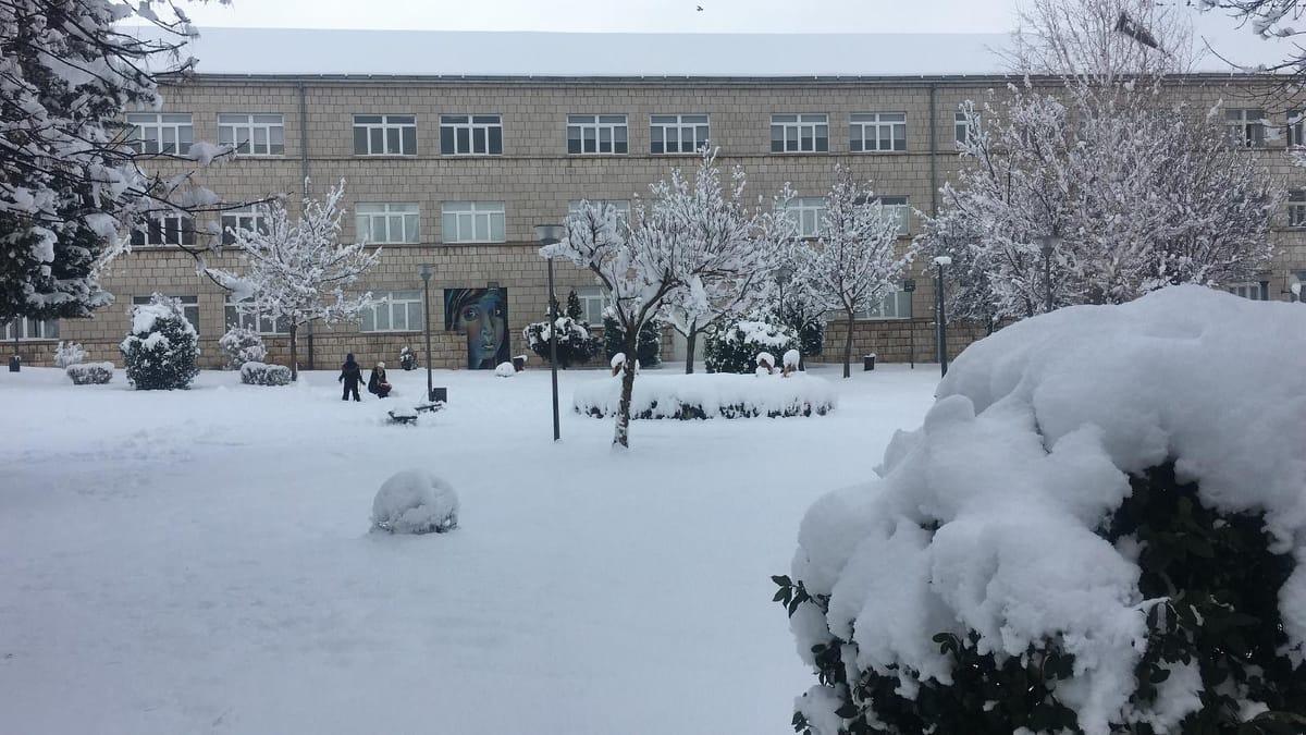 Zbog snijega odgođena nastava za danas