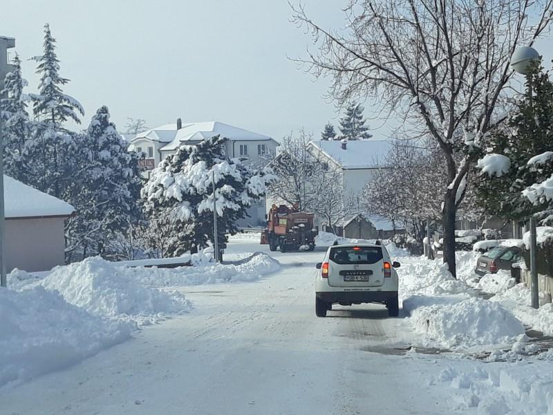 Otežan promet zbog snijega, na snazi zimski uvjeti vožnje