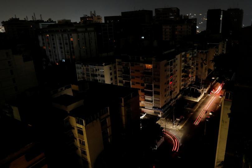 Venezuela u kaosu bez struje: Maduro i Guaidó pozivaju na prosvjede
