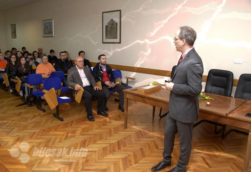 Izvanredni hrvatski fizičar Neven Barišić održao predavanje u Mostaru