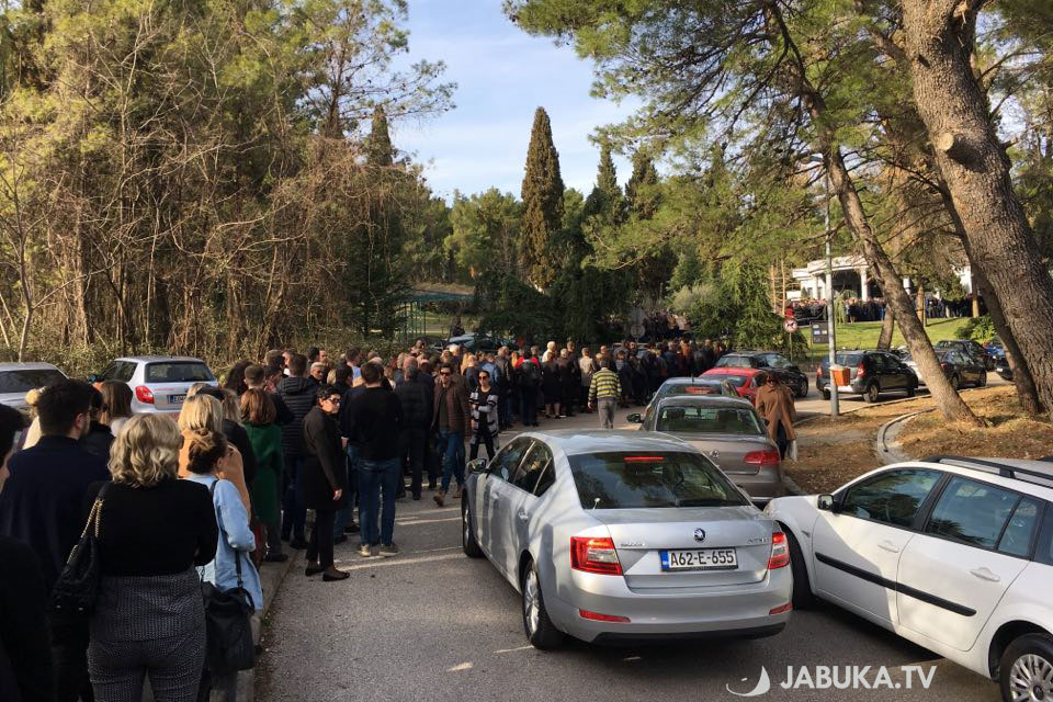 Tužne slike iz Mostara: Mnoštvo ljudi na posljednjem ispraćaju Krešimira Bandića