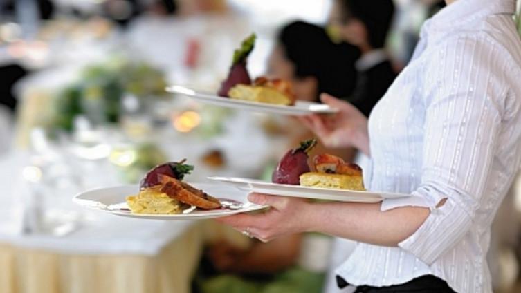 SEZONSKI RAD I PROBLEMI: Ugostitelji ostaju bez radnika, nema kuhara i konobara