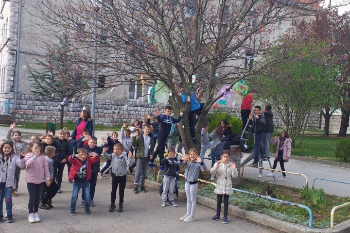Učenici OŠ Ivana Mažuranića Posušje poslali uskrsnu čestitku