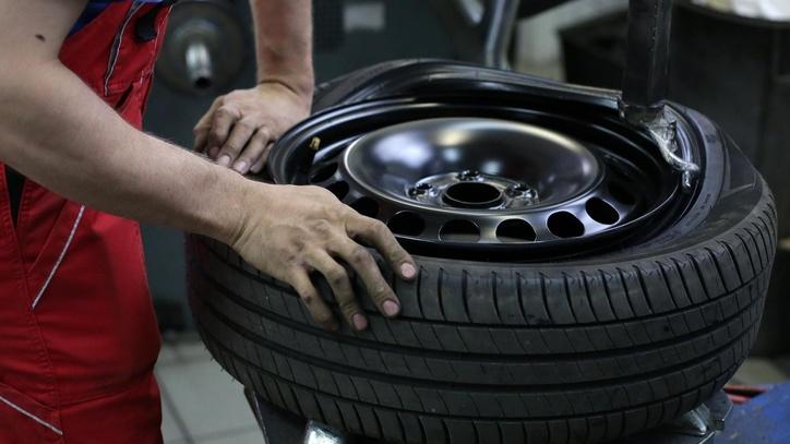 ŽIVOT NA KREDIT: I gume na autu uzimaju se na rate