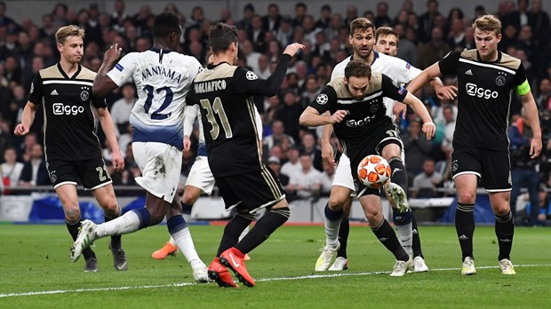 Sjajni Ajax napravio veliki posao u Londonu i došao bliže finalu