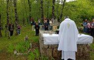 POSUŠKI GRADAC: Slavljena sveta misa na biskupovom grobu