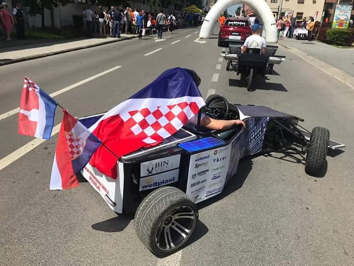 Posuški strukovnjaci sudjelovali na utrci solarnih automobila u Sisku