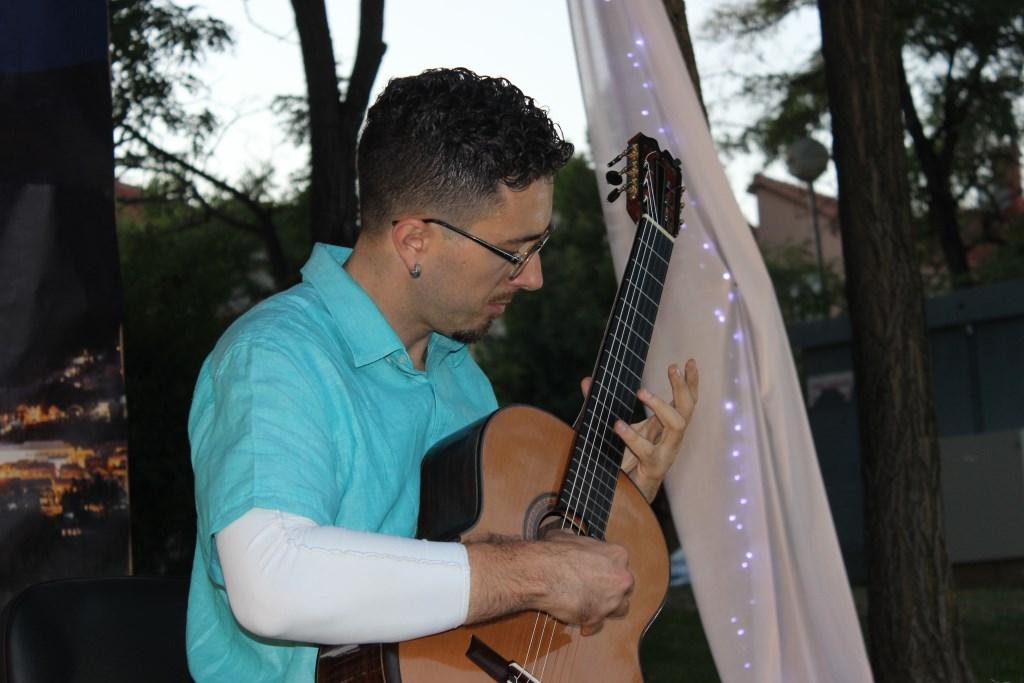 Prvi put u Posušju: Đani Šehu održao koncert u gradskom parku, po prvi put u takvom ambijentu