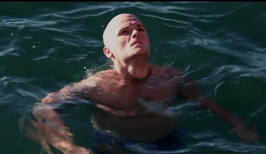 BRETT ARCHIBALD: Preživio u oceanu 28 sati okružen morskim psima