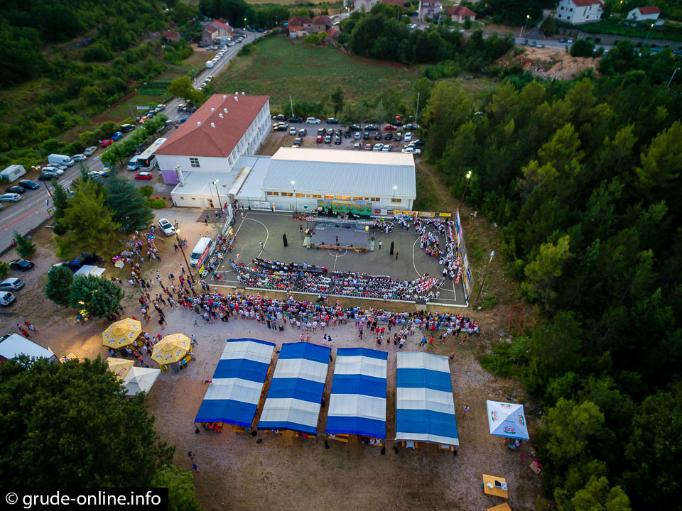 "Večer folklora ""Tijaljsko silo"" i koncert ""Dalmatina"" okupili više tisuća ljudi"