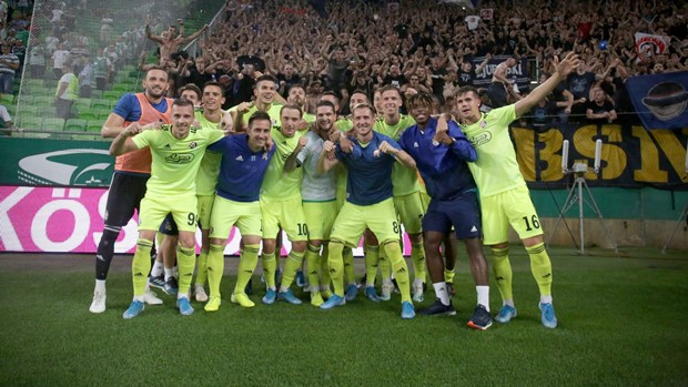 Dinamov poker uništio Mađare! Modri u play-offu Lige prvaka