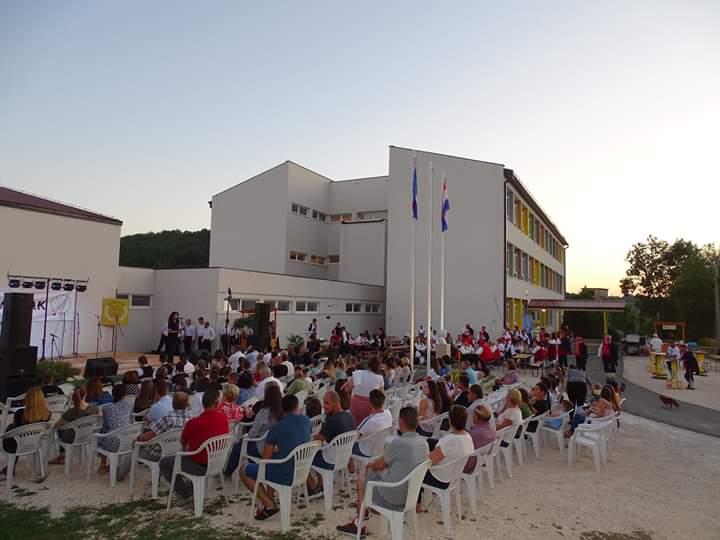 Održana prva večer folklora u Viru