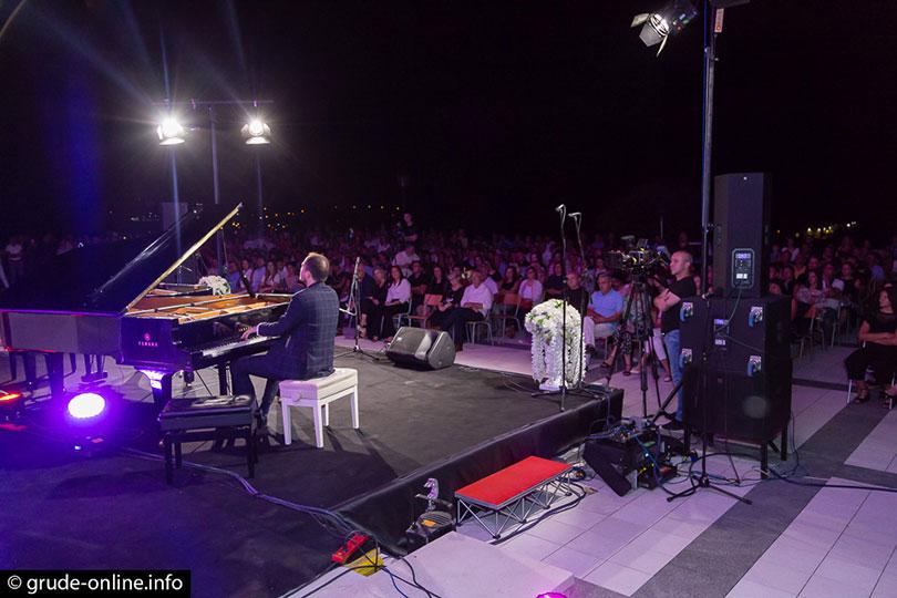 grude-koncert-pod-zvijezdama-2019-10
