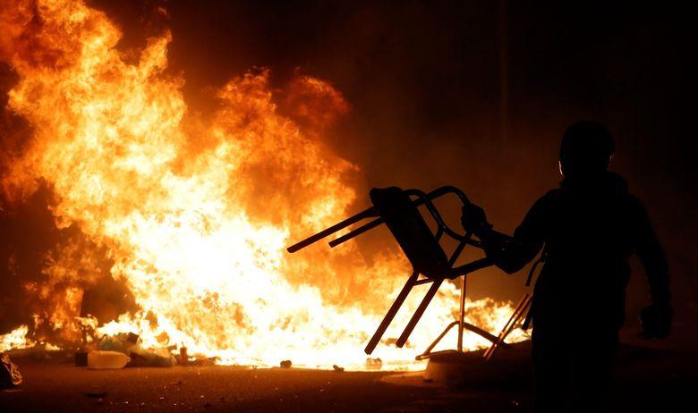 OPET NEREDI I KAOS NA ULICAMA BARCELONE: Nastavljeni sukobi s policijom, aktivisti za neovisnost počeli koristiti metode hongkonških prosvjednika