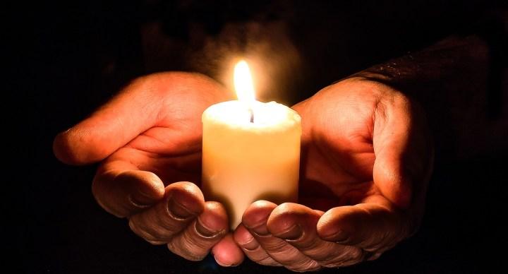 Danas je Dušni dan, kao i dan ranije vjernici obilaze grobove i pale svijeće