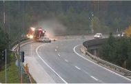 Stravična nesreća u Sloveniji: Kamion pao s nadvožnjaka, vozač poginuo