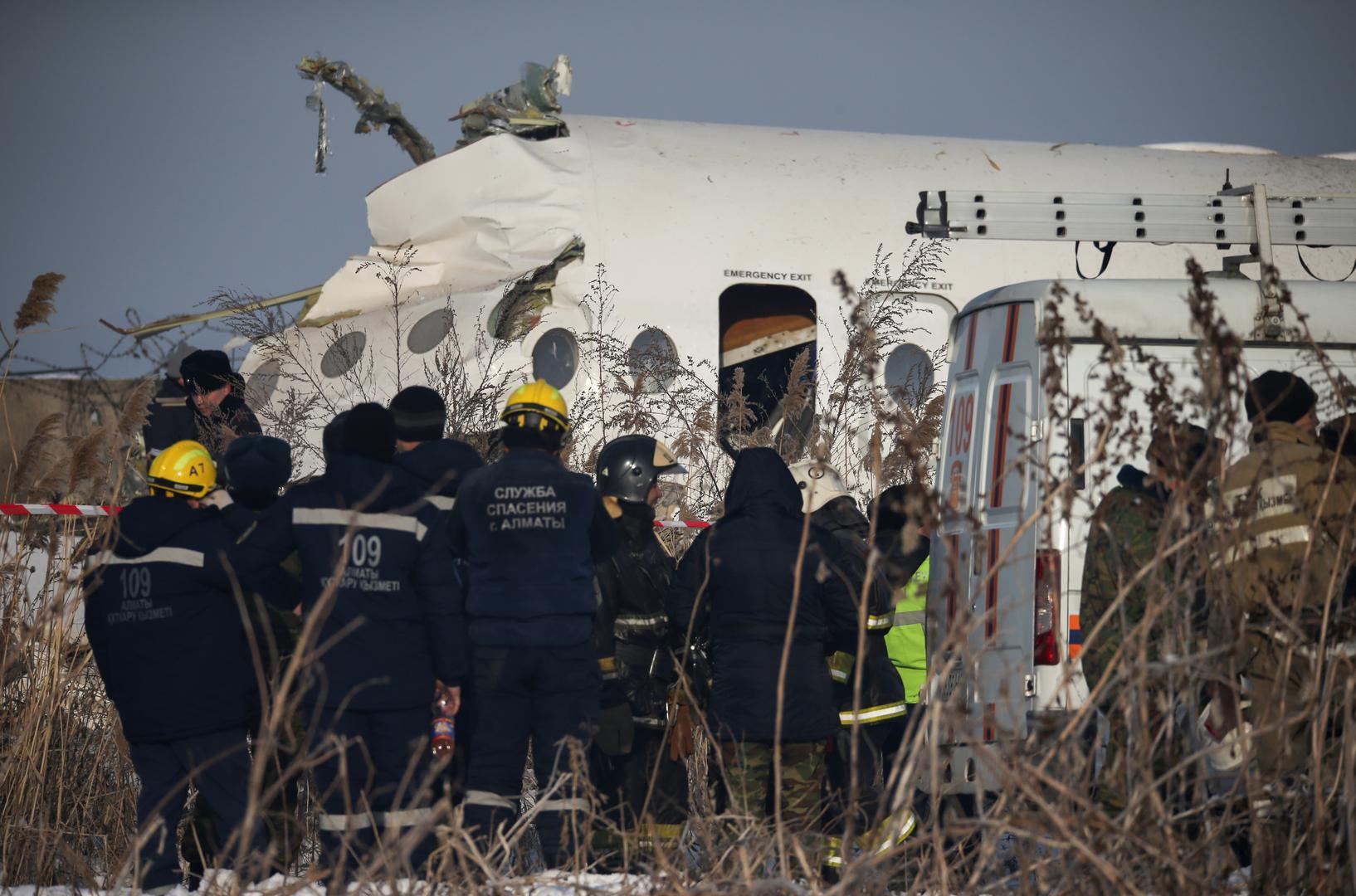 Srušio se putnički zrakoplov: Najmanje 14 poginulih, spasioci izvlače ozlijeđene