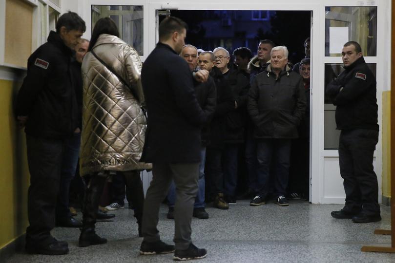 Gužve na biralištima u Mostaru već od 7 sati