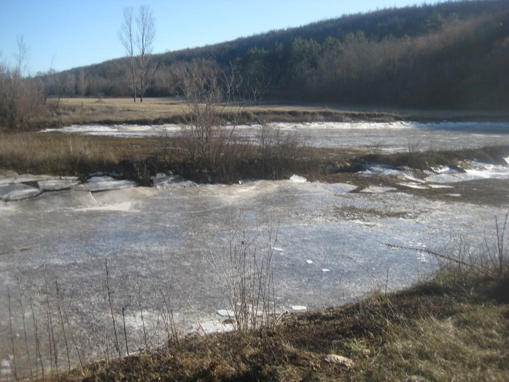 ZIMSKA IDILA: Posuška Topala sva u ledenom sjaju