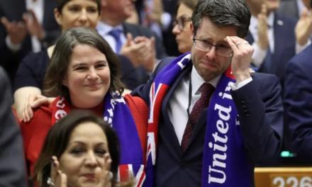 Europski parlament potvrdio Brexit, zastupnici se rasplakali