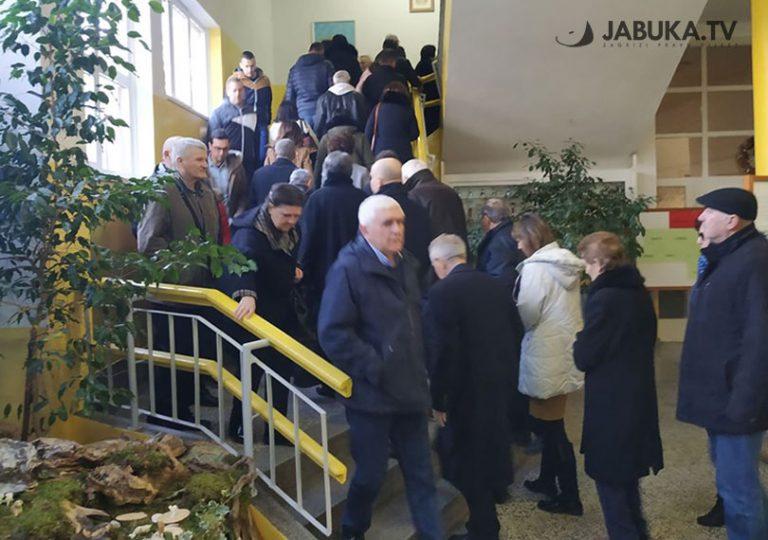 U BiH i dalje gužve na biralištima, do podne 3.500 birača više nego u prvom krugu