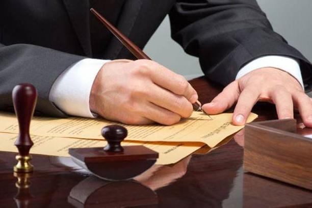 Traže se manje tarife za notare i odvjetnike