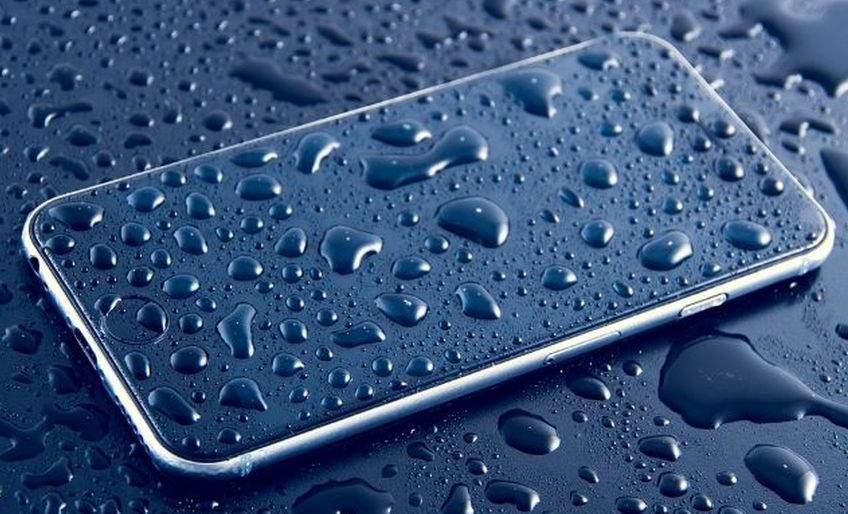 Kako spasiti mobitel koji se smočio ili je slučajno pao u vodu