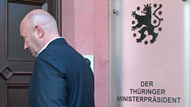 IPAK OSTAVKA: Premijer u Njemačkoj podnio ostavku nakon što ga je izabrala ekstremna desnica