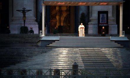 [FOTO] NEVIĐENE SCENE IZ VATIKANA: SLIKE KOJE ĆE UĆI U POVIJEST!