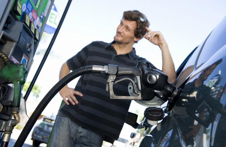 Najavljeno pojeftinjenje goriva od 5 do 25 feninga u FBiH