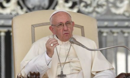 "Papa o koronavirusu: ""Ove teške dane ne potrošite uzalud"""