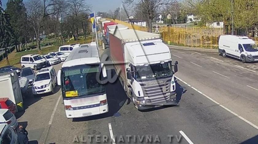 Drama na granici BiH: Stigao autobus s putnicima koji su bili u kontaktu sa zaraženim