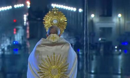 Obratila se na kršćanstvo dok je papa Franjo molio s praznog Trga