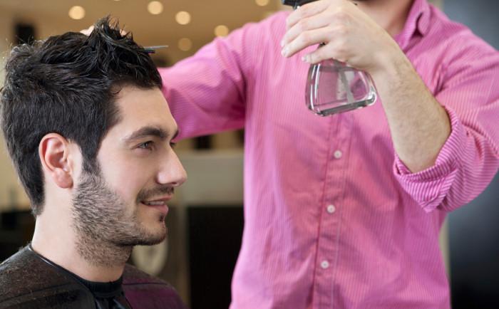 Ovo je najjednostavniji način za šišanje muškarca u kući