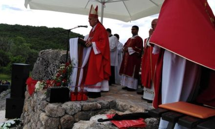 Biskup Ratko Perić blagoslovio Gospin kip, obnovljenu kapelicu i kameni oltar u Zagorju