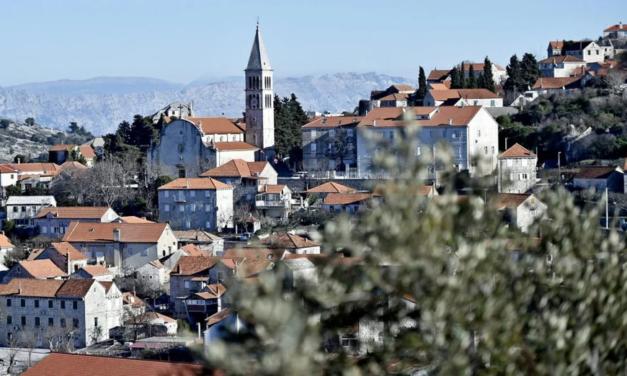 Otok Brač veliko žarište koronovirusa u Hrvatskoj