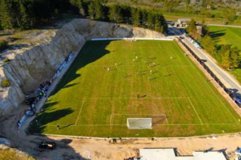 Novi stadion NK Rakitna zbog okolnih stijena neodoljivo podsjeća na riječku Kantridu