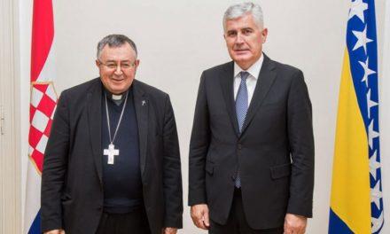 HNS: Napadi na kardinala Puljića dio su sustavnih napada na Katoličku Crkvu i Hrvate u BiH