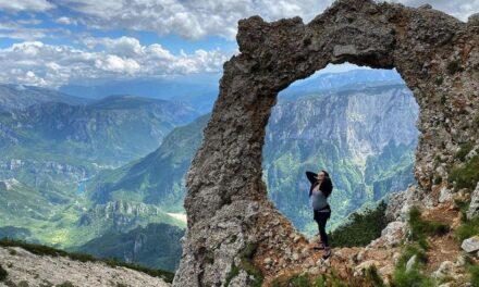 Supruga Edina Džeke u petom mjesecu trudnoće osvojila vrh Čvrsnice